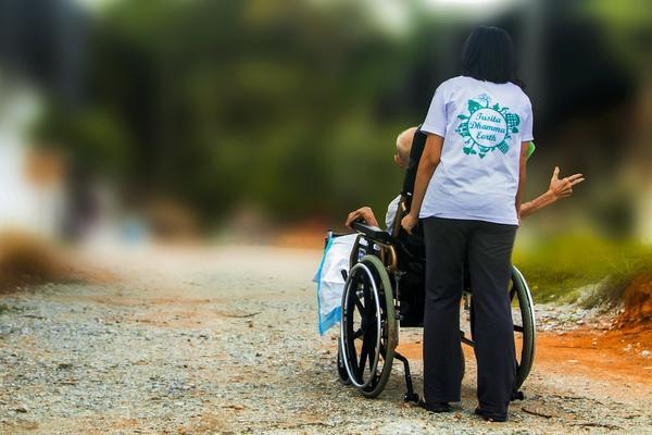 nowoczesne wózki inwalidzkie elektryczne w sklepie online