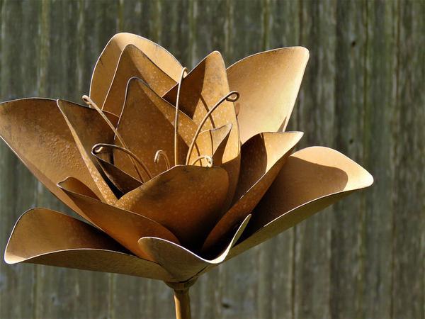 kwiaty z metalu
